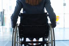 Y las rampas para discapacitados en edificios y calles que prometio?