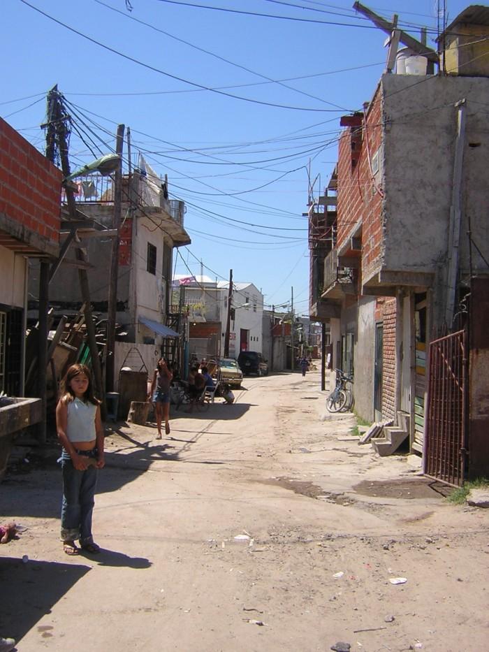 Comenzarìan repartiendo contenedores con agua estancada a los barrios marginales.